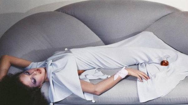 «Οι εικόνες του Guy Bourdin προς τιμήν της Chloé  γιορτάζονται στο νέο Maison του γνωστού οίκου μόδας»