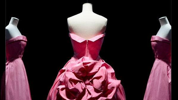 O Christian Dior γιορτάζει τα 70 χρόνια του στον χώρο της μόδας παρουσιάζοντας την έκθεση «Christian Dior: Designer of Dreams»