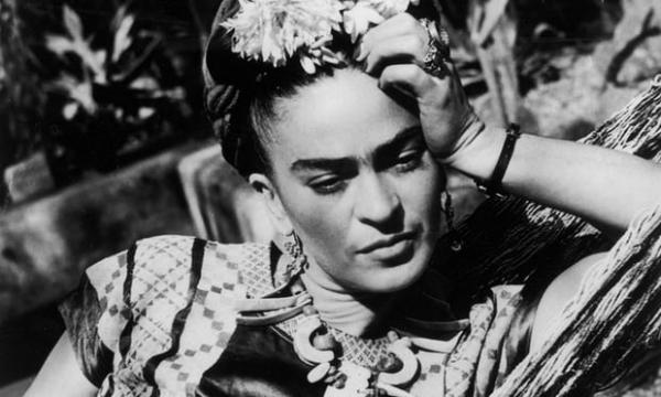 Frida Kahlo: φεμινίστρια, αυτοπροσδιοριζόμενη βασίλισσα, queer icon και μούσα του στυλ στο σήμερα